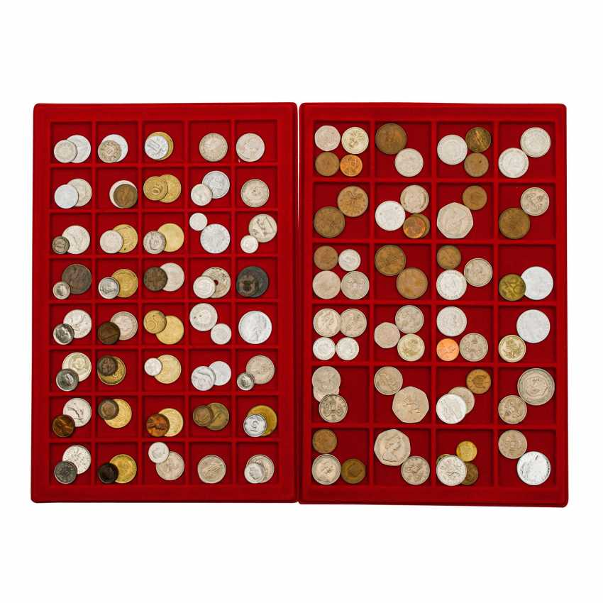 Auction Coins Suitcase Filled To The Brim With Large Bandwidth Buy Online By Veryimportantlot Com Auction Catalog Coins Medals Stamps History From 28 12 2019 Photo Price Auction Lot 3072