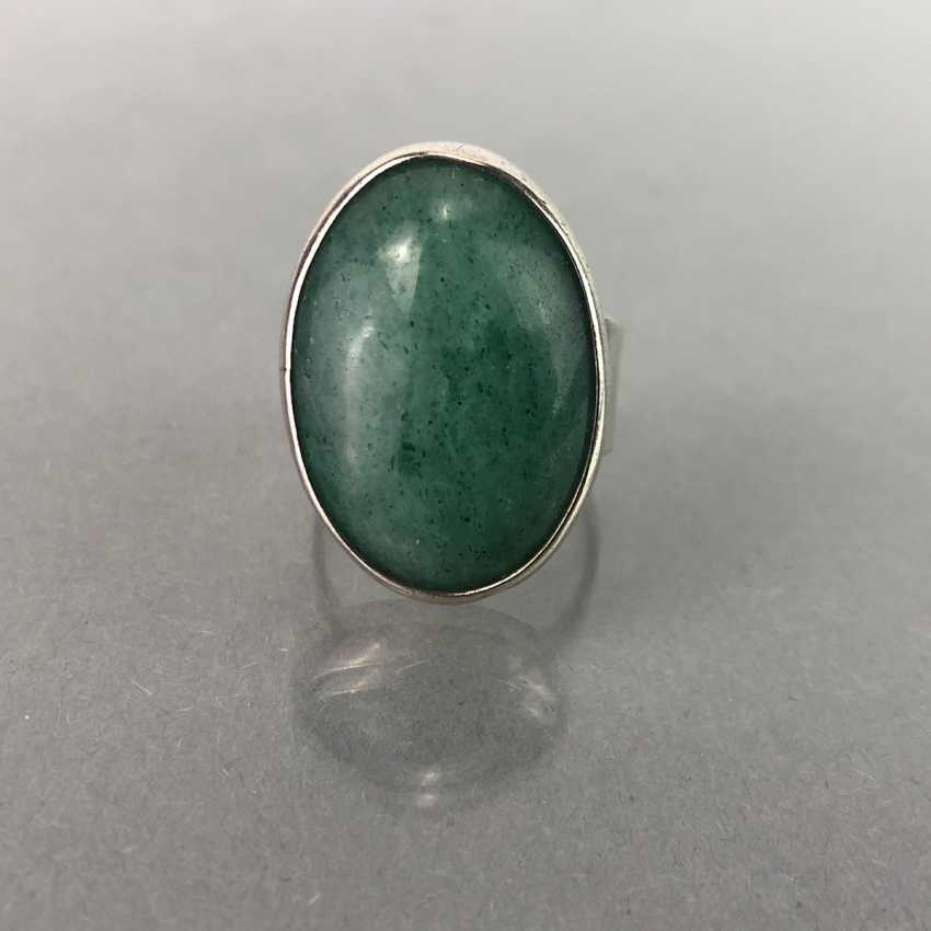 Ladies ring with a large emerald. - photo 2