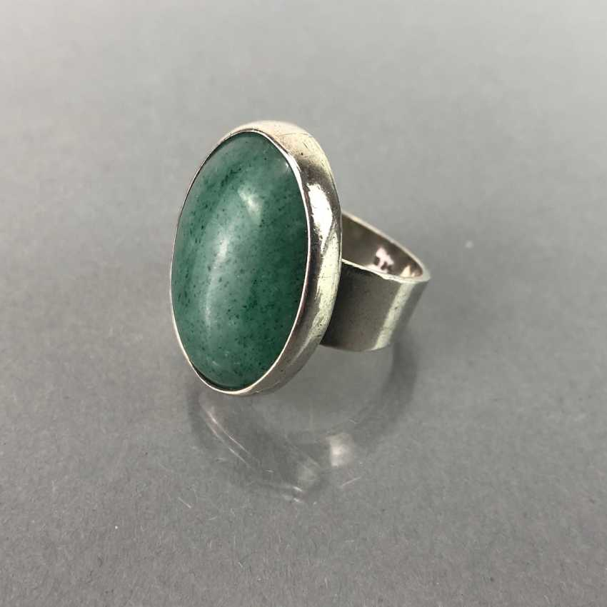 Ladies ring with a large emerald. - photo 3