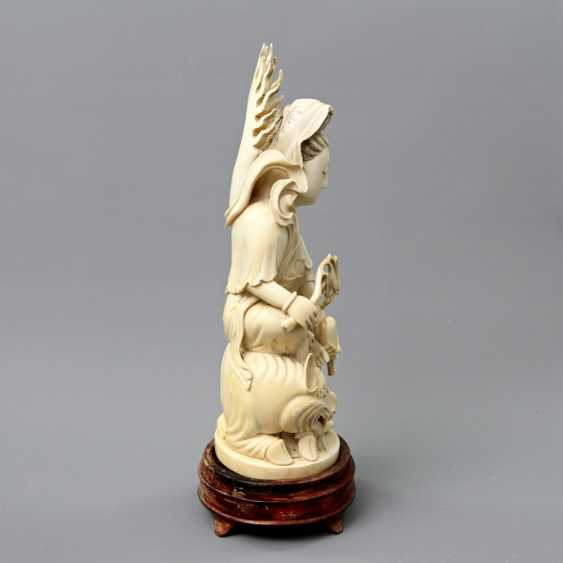 Guanyin made of ivory. CHINA, around 1900 - photo 2