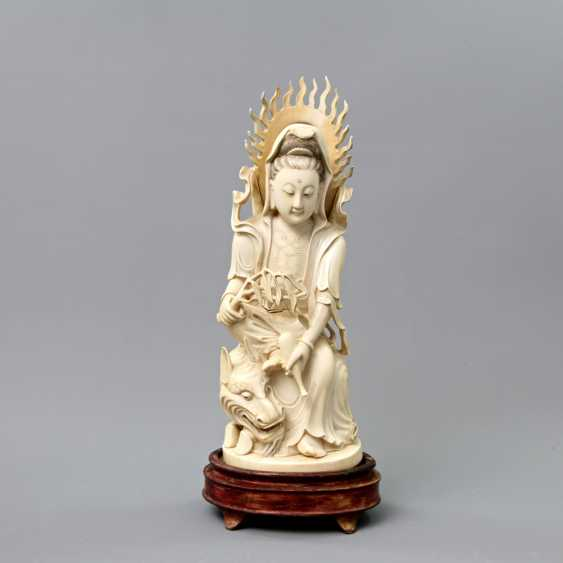 Guanyin made of ivory. CHINA, around 1900 - photo 1
