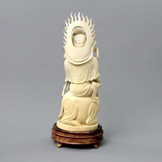 Guanyin made of ivory. CHINA, around 1900 - photo 4