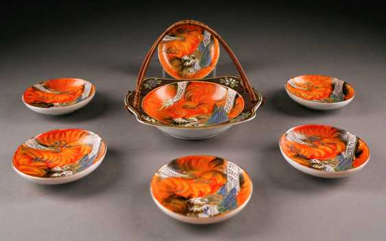 STAMPS-VINTAGE SATSUMA VASE, AND SIX SMALL PLATES WITH small BOWLS (dragon decoration), Japan, 20. Century - photo 2