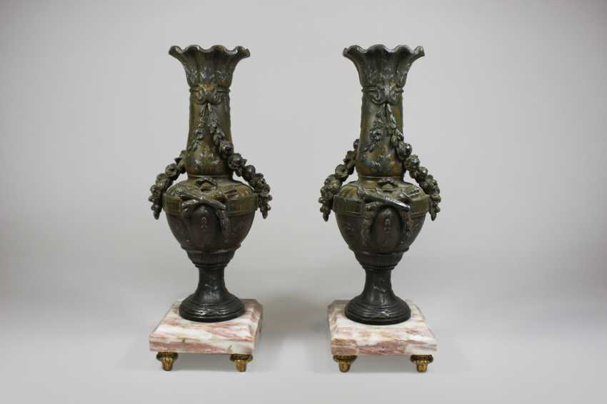 Pair of Bronze vases mounted on marble base - photo 1