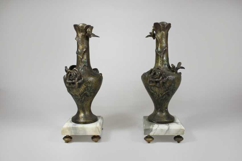 Paire de style art nouveau Bronze, des Vases à piédestal de marbre - photo 1