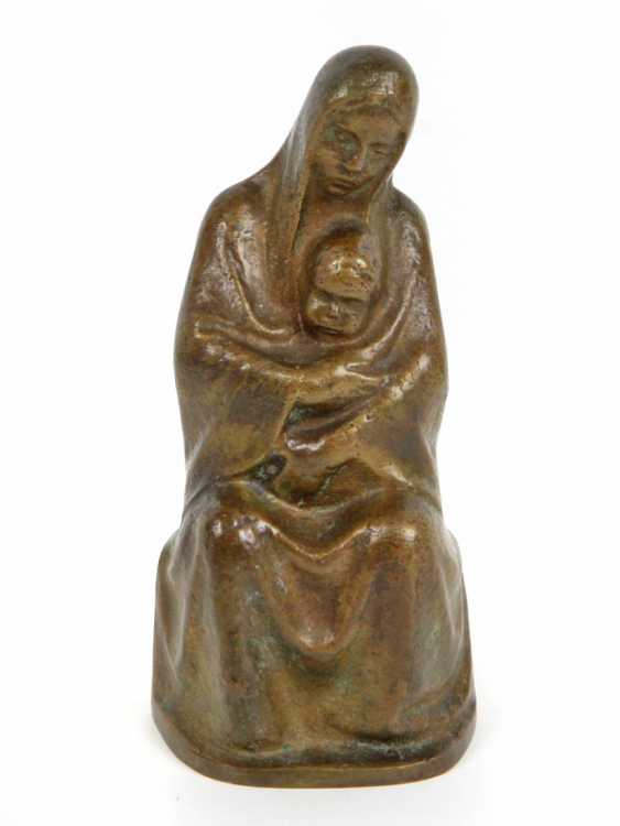 seated Madonna with the infant's mouth, Emil - photo 1