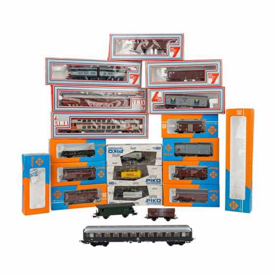 ROCO/ЛИМА/PIKO стопку бумаг, среди прочего электровоза, пассажирских и грузовых вагонов, колеи H 0, - фото 1