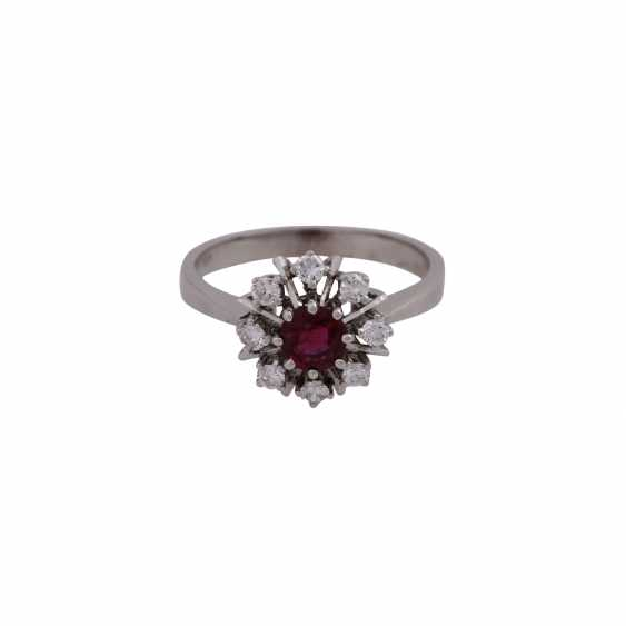 Ring with ruby approximately 0.7 ct and 8 brilliant-cut diamonds, together approx 0.32 ct - photo 1