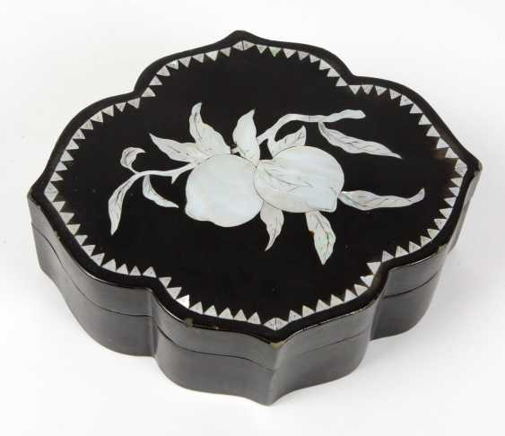 Lacquer box with mother-of-pearl inlaid - photo 1