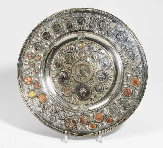 Великолепное зрелище плита с монетами - фото 1