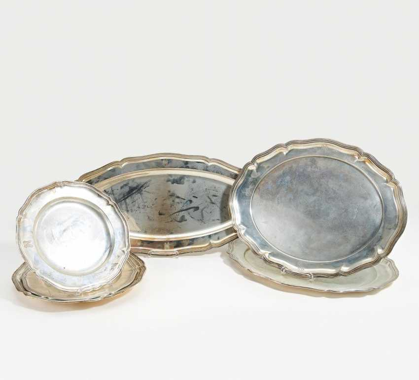 3 round and 3 oval serving platters with a barrel oniertem edge - photo 1