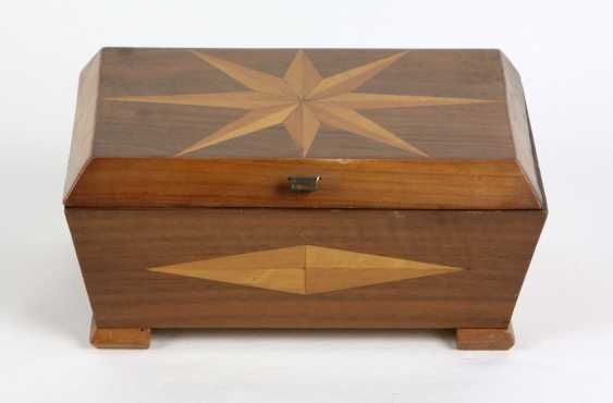 Wooden box with fine wood marquetry - photo 1