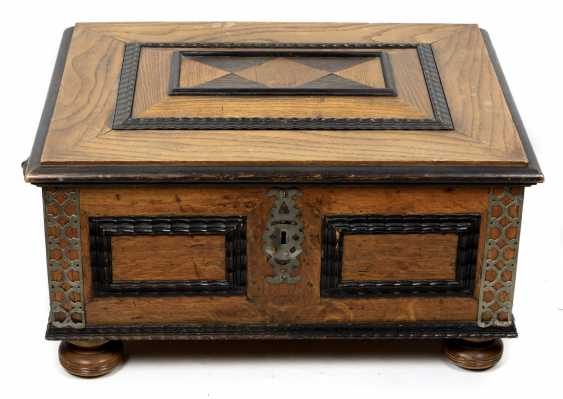 Historicism chest to 1880 - photo 1