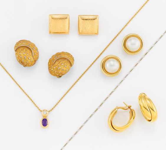 Gold Jewelry Mixed Lot: Four Pairs Of Clip-On Earrings/Plugs, A Pendant Chain - photo 1