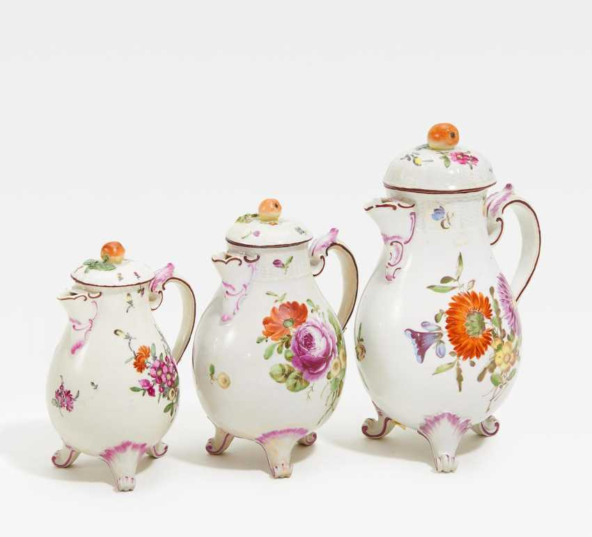 3 coffee pots with floral decoration - photo 1