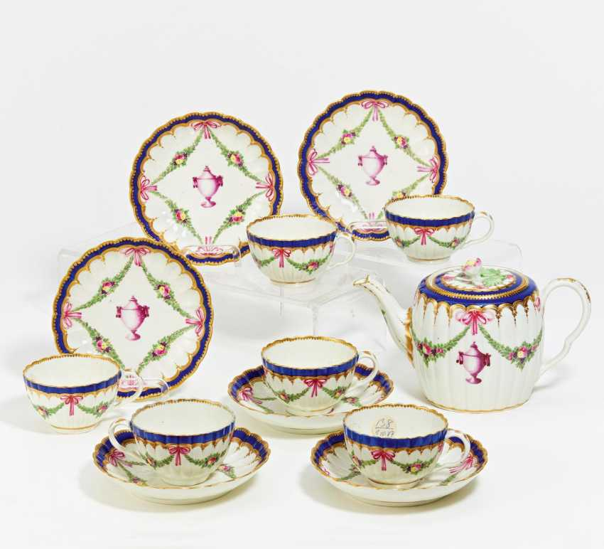 Small tea service decorated with festoons and vase decor - photo 1