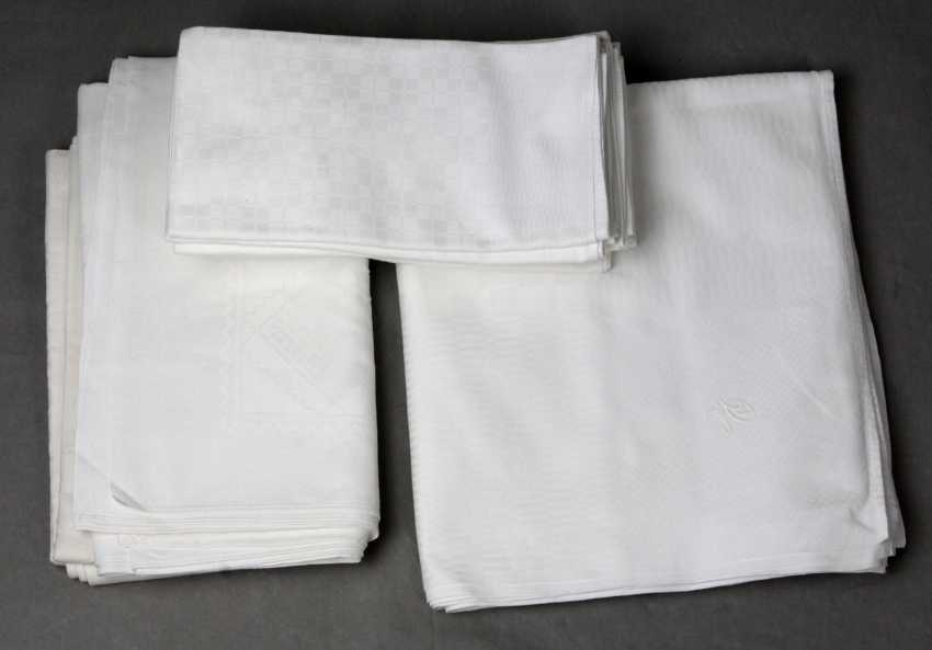 Table cloth with napkins, etc - photo 1