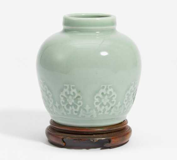 Small Vase with the modular Lotus flowers in low Relief - photo 1