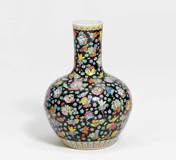 Large bulbous Vase with millefleur decor - photo 1