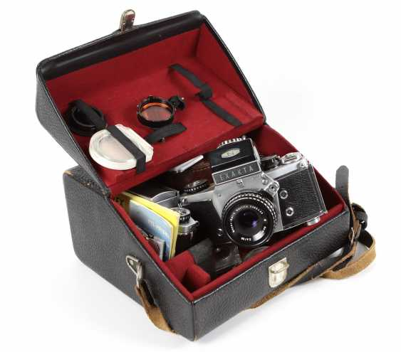 2 cameras with accessories in bag - photo 1