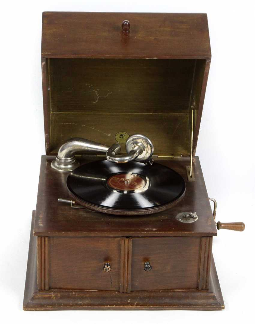 Gramophone with plates - photo 1
