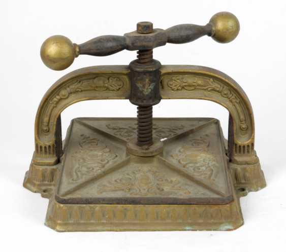 Book press - photo 1