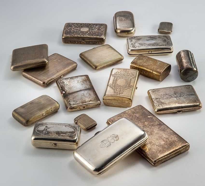 Small collection of 17 cigarette cases - photo 1