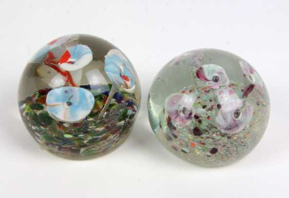 2 Paperweights - photo 1
