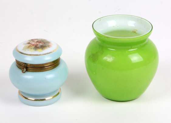Lidded box and Vase 1880 u. sp. - photo 1