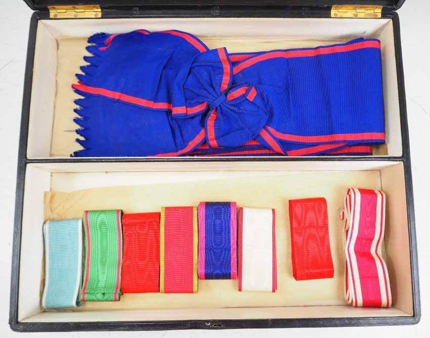 German Empire: medal box with sash and neck ribbons. - photo 1