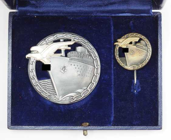 Blockade runners war badge, with Semi-miniature, in a case. - photo 1