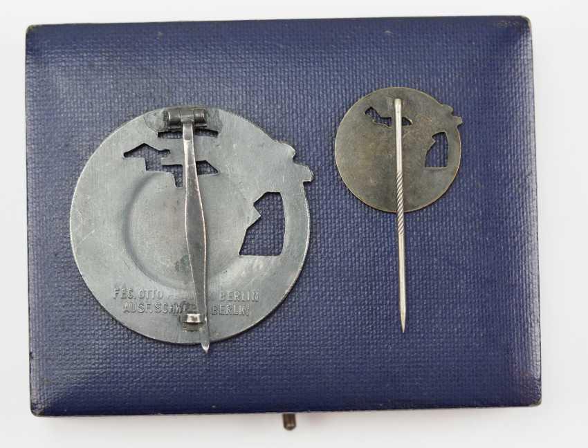 Blockade runners war badge, with Semi-miniature, in a case. - photo 2