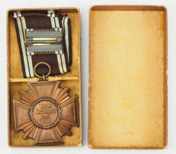 NSDAP: long service decoration in Bronze, in a case. - photo 2
