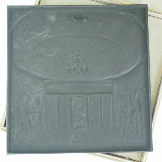 XI. Olympic games Berlin 1936 - cast iron plaque, in case. - photo 4