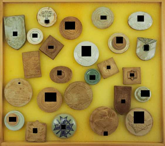 Collection Stoneware Badges. - photo 1