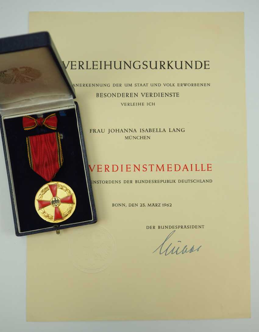 Federal order of merit, medal of merit, in a case, with certificate. - photo 1