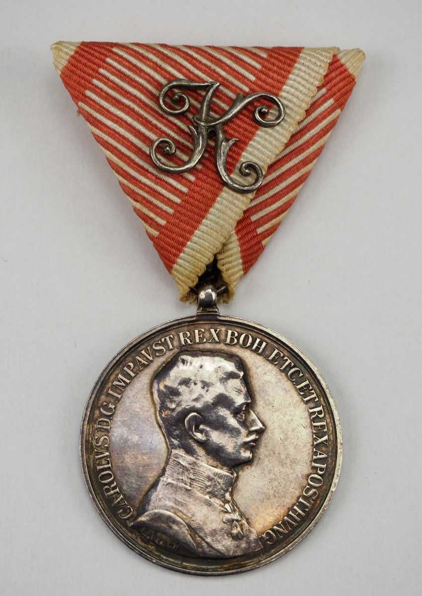 Austria: Bravery Medal, 9. Model (1917-1918), Karl, Silver, 1. Class with a K-pad. - photo 1