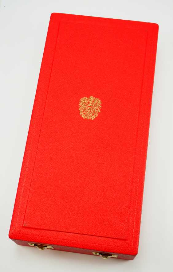 Austria: Large Silver medal of the Republic of Austria, in a case. - photo 6