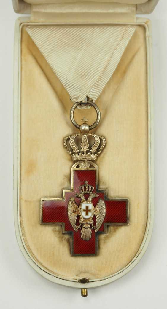 Serbia: order of the Red cross society of the Kingdom of Serbia, 2. Model (1882-1941), in a case. - photo 1
