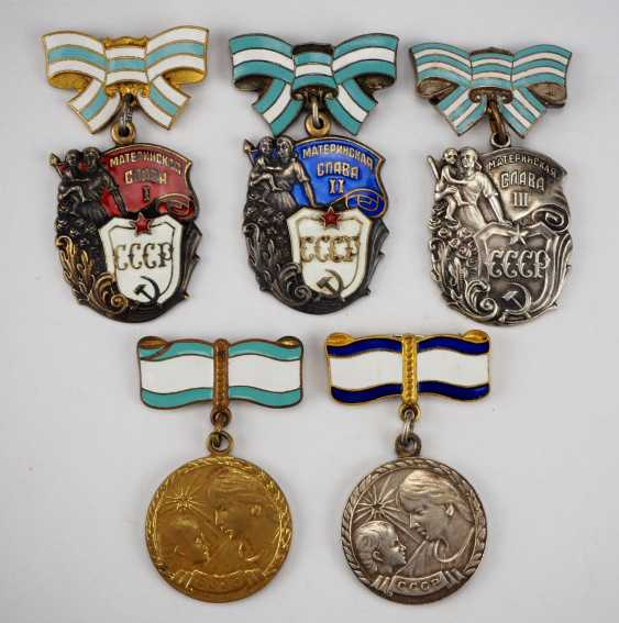 Soviet Union: property of a hero-a mother with 5 awards. - photo 1