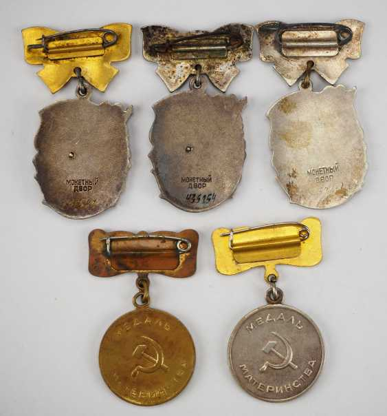 Soviet Union: property of a hero-a mother with 5 awards. - photo 2