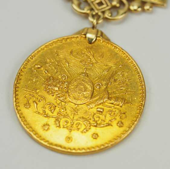 Turkey: Imtiyaz-medal, in Gold, with swords and date clasp of the Doulat Aouweit. - photo 3