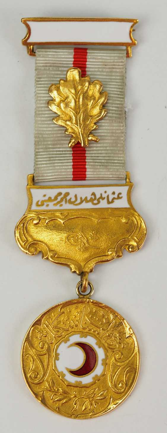 Turkey: medal of the Red Crescent moon, 2. Model in Gold, with oak-break. - photo 1