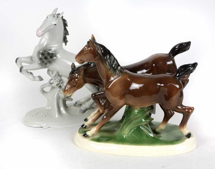 2 horse sculptures - photo 1