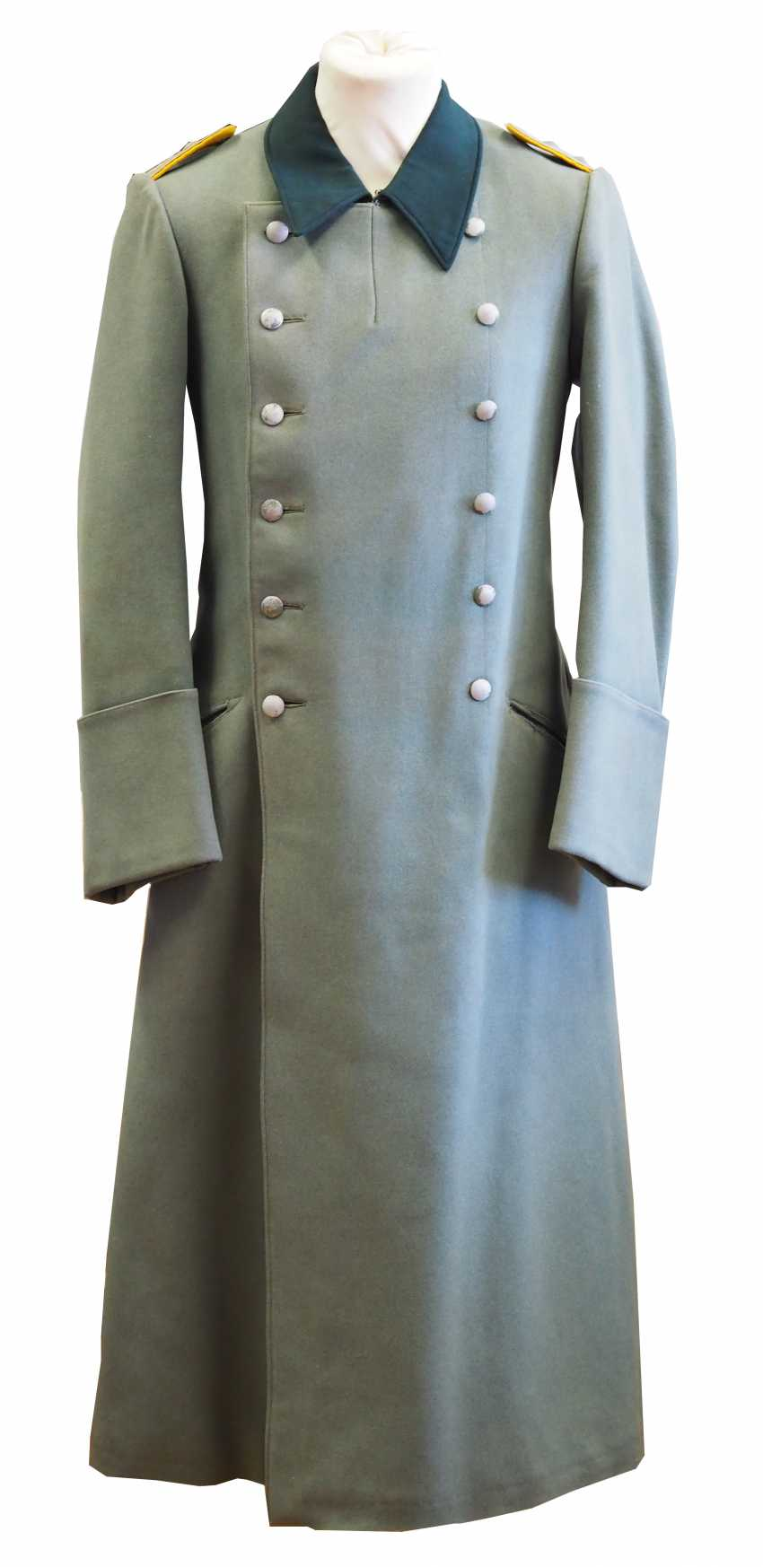 Wehrmacht: coat for a captain of the cavalry. - photo 1