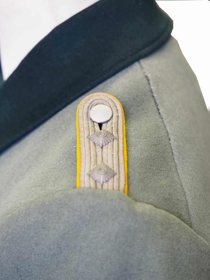 Wehrmacht: coat for a captain of the cavalry. - photo 2