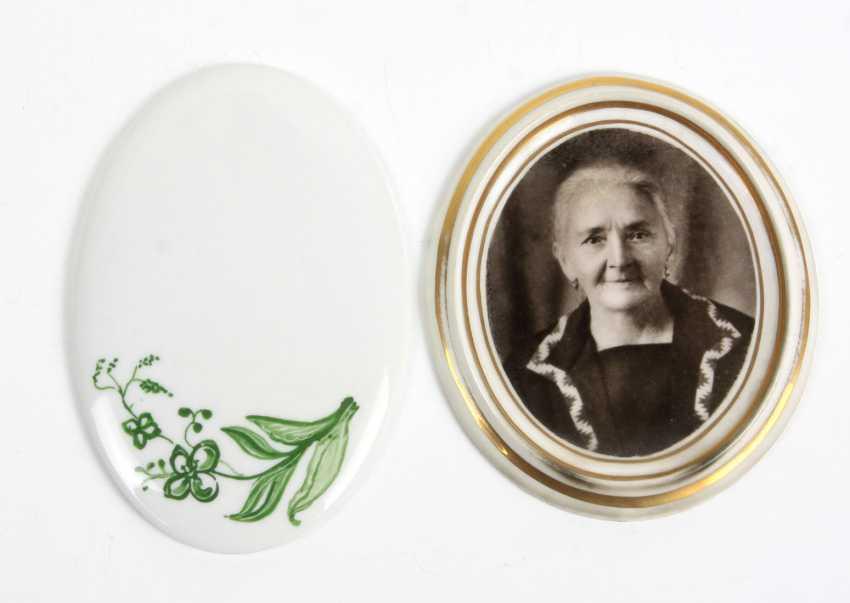 2 Porcelain Plaques - photo 1