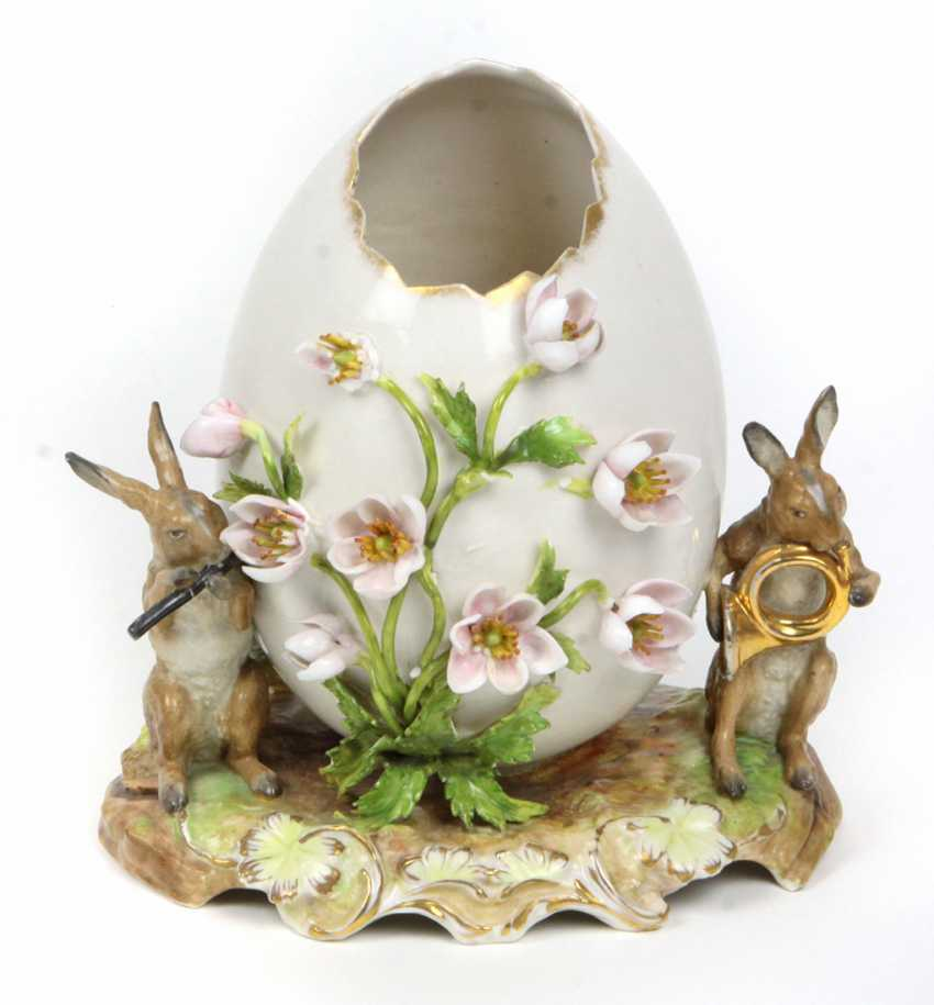 Porcelain egg with flowers & 2 rabbits - photo 1