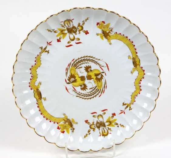Meissen shell plate *Rich yellow dragon* - photo 1