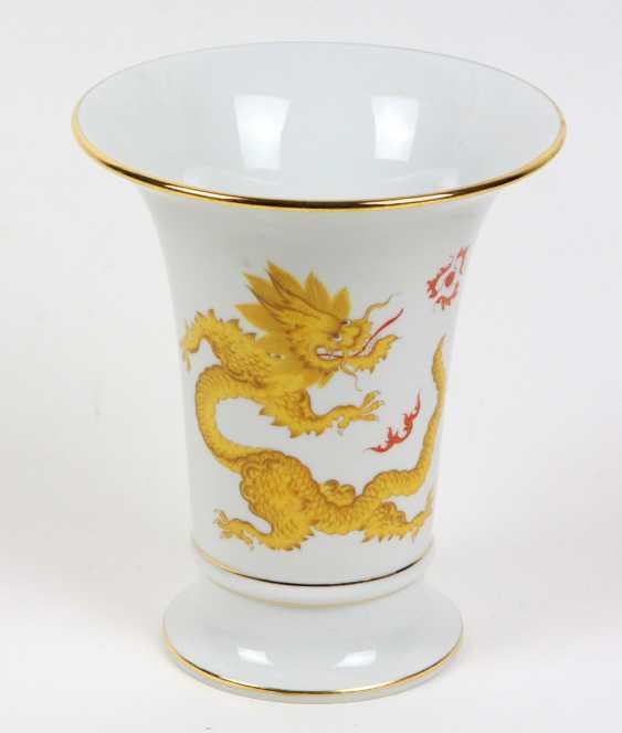 Meissen funnel vase *Rich yellow dragon* - photo 1